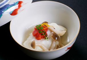 和食 人参ときのこの煮物の写真素材 [FYI01692396]