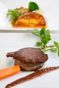 フィレステーキの野菜添え,の写真素材 [FYI01692508]