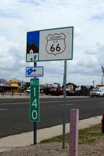ヒストリックルート66の道路標識の写真素材 [FYI01692585]