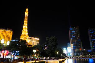ラスベガスの街の夜景の写真素材 [FYI01692620]