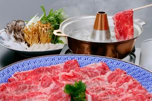 牛肉のしゃぶしゃぶ料理の写真素材 [FYI01692622]