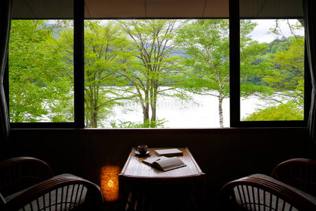 窓から見た景色の写真素材 [FYI01692724]