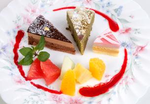 デザートの盛り合わせ季節の果物の写真素材 [FYI01692957]