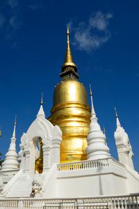 寺院のワット・スアン・ドークの金色塔の写真素材 [FYI01693031]
