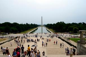 ワシントンD.C.のリンカーン記念館のワシントン記念塔の写真素材 [FYI01693192]
