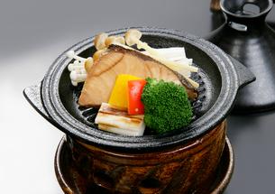 ブリのタジン鍋の写真素材 [FYI01693459]