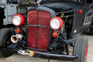ヒストリックルート66アンティークな店のクラシックカーの写真素材 [FYI01693600]