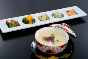 山菜入り茶碗蒸しと前菜の写真素材 [FYI01693619]