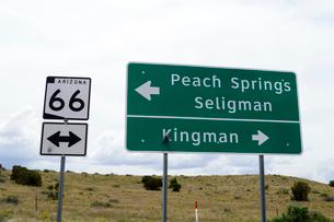 ヒストリックルート66の道路標識の写真素材 [FYI01693675]