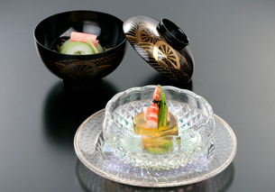日本料理、キャビアと海老のゼリー寄せの写真素材 [FYI01693678]