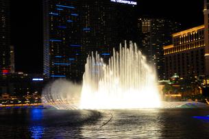 ラスベガスのホテルの噴水ショーの写真素材 [FYI01693711]