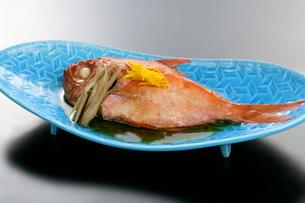 金目鯛の煮物ごぼう添えの写真素材 [FYI01693737]