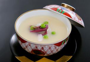 山菜入り茶碗蒸しの写真素材 [FYI01693761]