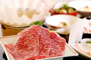 牛肉のしゃぶしゃぶ料理コースのイメージの写真素材 [FYI01693777]