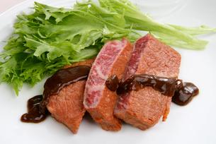 中華料理、牛肉のオイスターソース掛けの写真素材 [FYI01693887]
