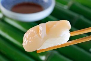 帆立の握り寿司の写真素材 [FYI01694042]