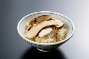 松茸ご飯の写真素材 [FYI01694080]