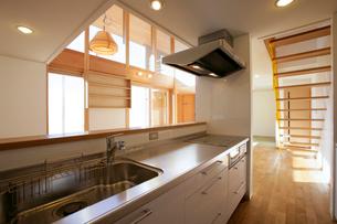 住宅のキッチンの写真素材 [FYI01694185]