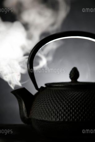 鉄瓶と湯気の写真素材 [FYI01694250]