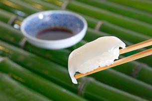 イカの握り寿司の写真素材 [FYI01694261]