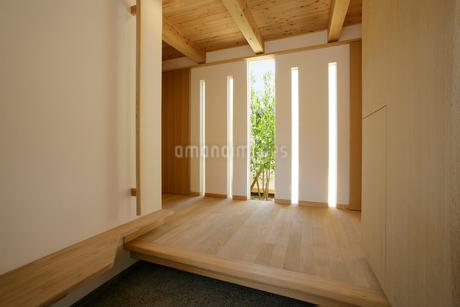 住宅の玄関の写真素材 [FYI01694311]