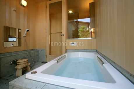 住宅の風呂の写真素材 [FYI01694341]
