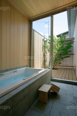 住宅の風呂の写真素材 [FYI01694373]