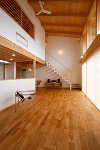住宅リビングルームの写真素材 [FYI01694422]