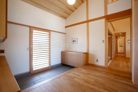 住宅の玄関の写真素材 [FYI01694478]