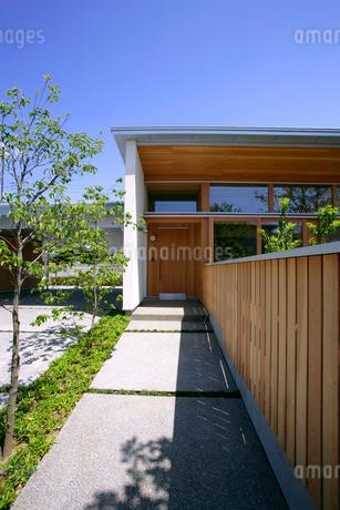 住宅の玄関の写真素材 [FYI01694499]