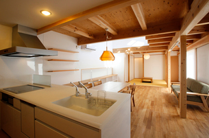 住宅のキッチンの写真素材 [FYI01694608]