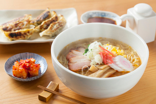 味噌ラーメンと餃子の写真素材 [FYI01695476]