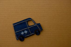 紙でできたバンの写真素材 [FYI01695547]