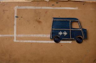 紙でできたバンの写真素材 [FYI01695680]