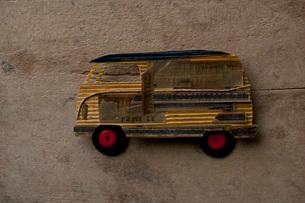 紙でできたバンの写真素材 [FYI01695815]