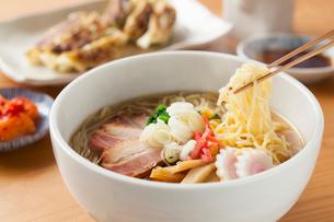 味噌ラーメンと餃子の写真素材 [FYI01695914]