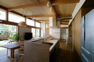 住宅のキッチンの写真素材 [FYI01696064]