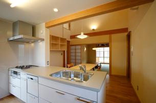 住宅のキッチンの写真素材 [FYI01696728]