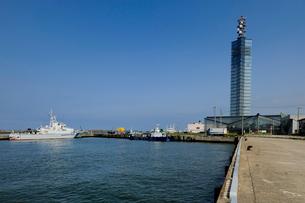 セリオンと秋田港の写真素材 [FYI01698505]