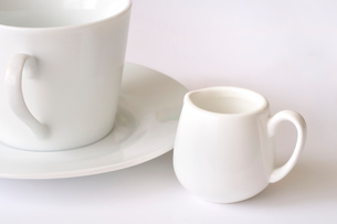 ミルクピッチャーとカップの写真素材 [FYI01699262]