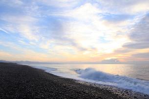 七里御浜海岸の夜明けの写真素材 [FYI01700577]
