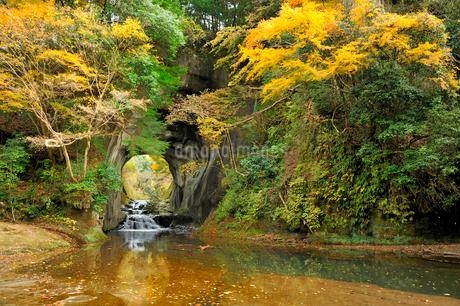 濃溝の滝(北辰妙見洞)の写真素材 [FYI01701035]