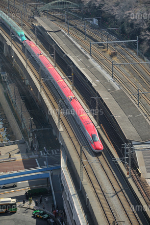 東北新幹線はやてと秋田新幹線スーパーこまちの写真素材 [FYI01702132]