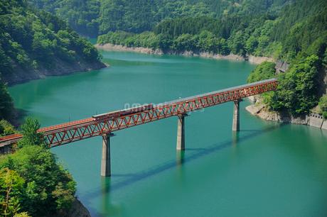大井川鉄道井川線レインボーブリッジの写真素材 [FYI01702676]
