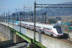 東北新幹線はやてと秋田新幹線こまちの写真素材 [FYI01702879]