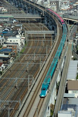 東北新幹線はやてと秋田新幹線スーパーこまちの写真素材 [FYI01703090]