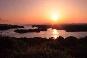 英虞湾と夕日の写真素材 [FYI01703410]