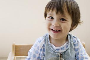 笑顔のハーフの男の子の写真素材 [FYI01703716]