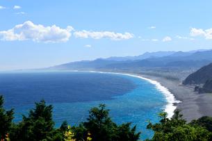 松本峠近くの展望台から見る七里御浜海岸の写真素材 [FYI01704218]