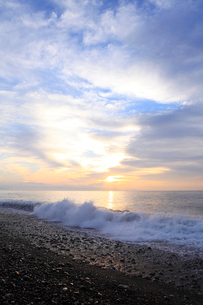 七里御浜海岸の夜明けの写真素材 [FYI01704590]